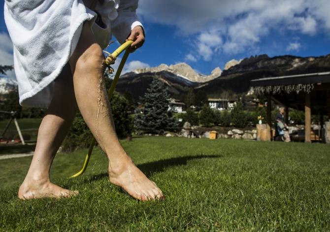 A piedi nudi nell'erba