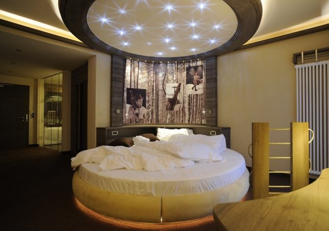 Circular bed with starry ceiling